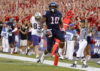 TUCSON, AZ - OCTOBER 04:  Mike Thomas #10 of the Arizona Wildcats scores a touchdown on a second quarter punt return in front of Walt Winter #83 of the Washington Huskies on October 4, 2008 at Arizona Stadium in Tucson, Arizona.  (Photo by Gregory Shamus/