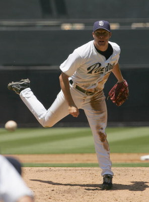SAN DIEGO - JUNE 24:  Jake Peavy #44 of the San Diego Padres pitches against the Boston Red Sox on June 24, 2007 at Petco Park in San Diego, California. The Red Sox won 4-2. (Photo by Stephen Dunn/Getty Images)