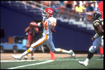 6 SEP 1992:  KANSAS CITY CHIEFS RUNNING BACK DALE CARTER HIGH STEPS INTO THE ENDZONE FOR THE TOUCHDOWN DURING THE CHIEFS 24-10 WIN OVER THE SAN DIEGO CHARGERS AT JACK MURPHY STADIUM IN SAN DIEGO, CALIFORNIA.  MANDATORY CREDIT:  MIKE POWELL/ALLSPORT