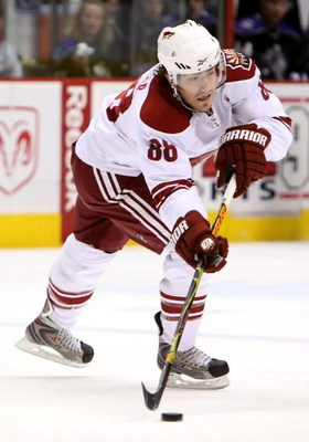 GLENDALE, AZ - APRIL 02:  Peter Mueller #88 of the Phoenix Coyotes passes the puck during the NHL game against the Los Angeles Kings at Jobing.com Arena on April 2, 2009 in Glendale, Arizona. The Coyotes defeated the Kings 2-1.  (Photo by Christian Peters