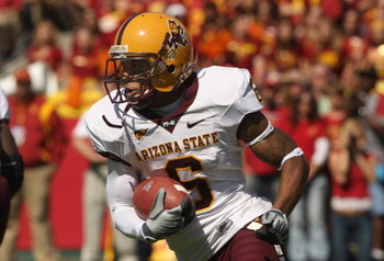 LOS ANGELES, CA - OCTOBER 11:  Kyle Williams #6 of the Arizona State Sun Devils carries the ball against the USC Trojans on October 10, 2008 at the Los Angeles Coliseum in Los Angeles, California.  USC won 28-0.  (Photo by Stephen Dunn/Getty Images)