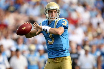 PASADENA, CA - DECEMBER 06:  Quarterback Kevin Craft #3 of the UCLA Bruins throws a pass in the first quarter against the USC Trojans on December 6, 2008 at the Rose Bowl in Pasadena, California.  (Photo by Stephen Dunn/Getty Images)
