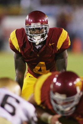 LOS ANGELES - NOVEMBER 29:  Joe McKnight #4 of the USC Trojans lines up in the backfield against the Notre Dame Fighting Irish on November 29, 2008 at the Los Angeles Memorial Coliseum in Los Angeles, California.  USC won 38-3.  (Photo by Jeff Golden/Gett