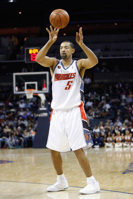 CHARLOTTE, NC - MARCH 3:  Juwan Howard #5 of the Charlotte Bobcats passes the ball against the Chicago Bulls during their game at Time Warner Cable Arena on March 3, 2009 in Charlotte, North Carolina.  NOTE TO USER: User expressly acknowledges and agrees