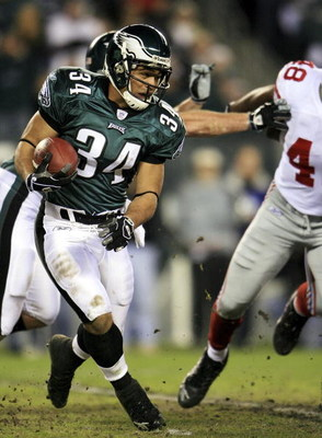 PHILADELPHIA - JANUARY 07:  Reno Mahe #34 of the Philadelphia Eagles runs against the New York Giants during their NFC Wildcard Playoff game on January 7, 2007 at Lincoln Financial Field in Philadelphia, Pennsylvania.  (Photo by Chris McGrath/Getty Images