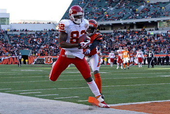 CINCINNATI - DECEMBER 28: Dwayne Bowe #82 of the Kansas City Chiefs catches a pass while defended by David Jones #20 of the Cincinnati Bengals during the NFL game on December 28, 2008 at Paul Brown Stadium in Cincinnati, Ohio. (Photo by Andy Lyons/Getty I
