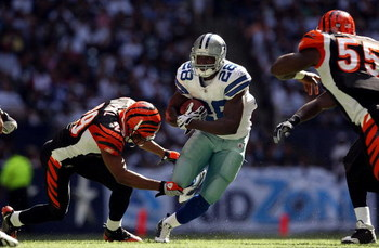 IRVING, TX - OCTOBER 05:  Running back Felix Jones #28 of the Dallas Cowboys runs past Leon Hall #29 of the Cincinnati Bengals at Texas Stadium on October 5, 2008 in Irving, Texas.  (Photo by Ronald Martinez/Getty Images)