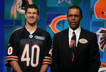FORT LAUDERDALE, FL - DECEMBER 06:  Former NFL great Gale Sayers (R) of the Chicago Bears performs on stage with his playing partner Mark Lubbat of Chicago during the taping of the NFL Players Week 10th Anniversary on Wheel Of Fortune on December 6, 2005