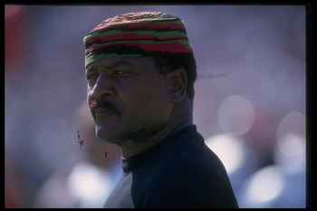 19 Sep 1993: Offensive lineman Jim Brown of the Cleveland Browns looks on during a game against the Los Angeles Raiders at Cleveland Stadium in Cleveland, Ohio. The Browns won the game, 19-16.