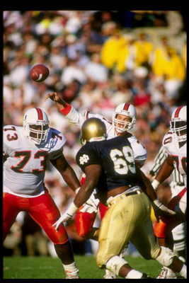 20 Oct 1990:  Quarterback Craig Erickson of the Miami Hurricanes passes the ball during a game against the Notre Dame Fighting Irish.  Notre Dame won the game 29-20. Mandatory Credit: Rick Stewart  /Allsport