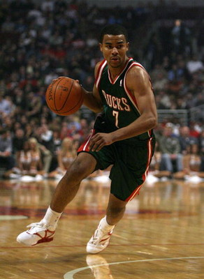 CHICAGO - MARCH 06:  Ramon Sessions #7 of the Milwaukee Bucks drives against the Chicago Bulls at the United Center on March 6, 2009 in Chicago, Illinois.  NOTE TO USER: User expressly acknowledges and agreees that, by downloading and/or using this Photog