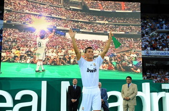 MADRID, SPAIN - JULY 06:  New Real Madrid player Cristiano Ronaldo is presented to a full house at the Santiago Bernabeu stadium on July 6, 2009 in Madrid, Spain.  (Photo by Denis Doyle/Getty Images)