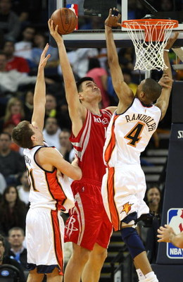 OAKLAND, CA - DECEMBER 12:  Yao Ming #11 of the Houston Rockets shoots over Anthony Randolph #4 and Rob Kurz #31 of the Golden State Warriors during an NBA game on December 12, 2008 at Oracle Arena in Oakland, California. NOTE TO USER: User expressly ackn