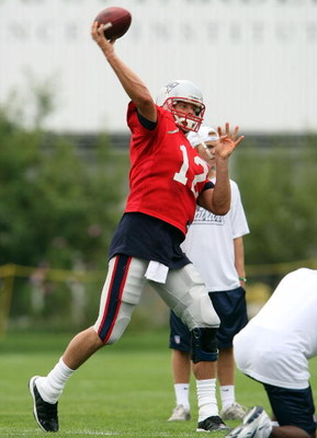 FOXBORO, MA - JULY 31:  Quarterback Tom Brady #12 of the New England Patriots passes the ball during training camp on July 31, 2009 at Gillette Stadium in Foxboro, Massachusetts.  (Photo by Elsa/Getty Images)