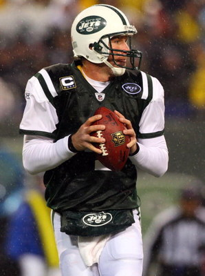 EAST RUTHERFORD, NJ - NOVEMBER 30:  Brett Favre #4 of the New York Jets looks to pass against the Denver Broncos on November 30, 2008 at Giants Stadium in East Rutherford, New Jersey.  (Photo by Jim McIsaac/Getty Images)