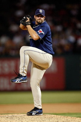 ARLINGTON, TX - JUNE 28:  Pitcher Heath Bell #21 of the San Diego Padres throws against the Texas Rangers on June 28, 2009 at Rangers Ballpark in Arlington, Texas.  (Photo by Ronald Martinez/Getty Images)