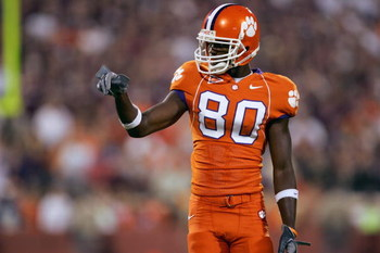 CLEMSON, SC - SEPTEMBER 3:  Aaron Kelly #80 of the Clemson Tigers points out the defense during the game with the Texas A&M Aggies at Clemson Memorial Stadium on September 3, 2005 in Clemson, South Carolina. Clemson defeated Texas 25-24. (Photo by Streete