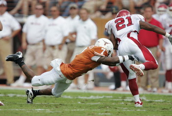 AUSTIN, TX - SEPTEMBER 27:  Cornerback Deon Beasley #7 of the Texas Longhorns dives to catch tailback Michael Smith #21 of the Arkansas Razorbacks in the backfield on September 27, 2008 at Darrell K Royal-Texas Memorial Stadium in Austin, Texas.  (Photo b