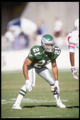 7 Nov 1993: Cornerback Eric Allen of the Philadelphia Eagles stands in position during a game against the Phoenix Cardinals at Sun Devil Stadium in Tempe, Arizona. The Cardinals won the game 16-3.