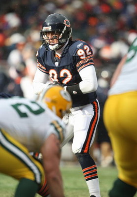 CHICAGO - DECEMBER 23: Hunter Hillenmeyer #92 of the Chicago Bears lines up at the line of scrimmage against the Green Bay Packers on December 23, 2007 at Soldier Field in Chicago, Illinois. (Photo by Jonathan Daniel/Getty Images)