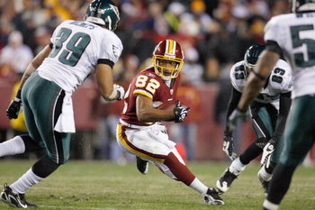 LANDOVER, MD - DECEMBER 21:  Antwaan Randle El #82 of the Washington Redskins carries the ball during the game of the Philadelphia Eagles on December 21, 2008 at FedEx Field in Landover, Maryland.  (Photo by Kevin C. Cox/Getty Images)