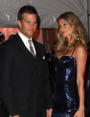 NEW YORK - MAY 04:  NFL player Tom Brady and model Gisele Bundchen attends 'The Model as Muse: Embodying Fashion' Costume Institute Gala at The Metropolitan Museum of Art on May 4, 2009 in New York City.  (Photo by Stephen Lovekin/Getty Images)