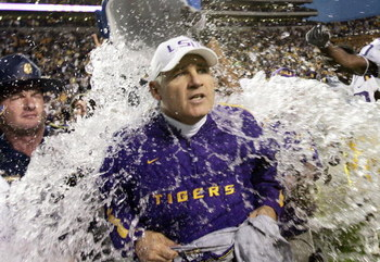 BATON ROUGE, LA - NOVEMBER 25:  Head coach Les Miles of the LSU Tigers gets drenched by a cooler of ice water after defeating the Arkansas Razorbacks 19-17 on November 25, 2005 at Tiger Stadium in Baton Rouge, Louisiana.  (Photo by Chris Graythen/Getty Im