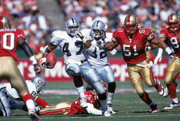 8 Oct 2000:  Tyrone Wheatley #47 of the Oakland Raiders carries the ball up the middle during the game against the San Francisco 49ers at 3 Com Park in San Francisco, California.  The Raiders defeated the 49ers 34-28.Mandatory Credit: Tom Hauck  /Allsport