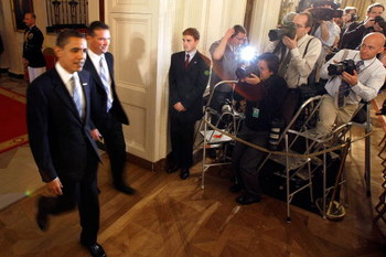 WASHINGTON - APRIL 23:  U.S. President Barack Obama (L) walks with University of Florida mens football head coach Urban Meyer into the East Room of the White House April 23, 2009 in Washington, DC. Obama hosted the 2009 national champion Gators, who prese