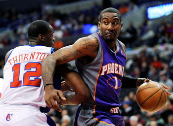 LOS ANGELES, CA - FEBRUARY 18:  Amar'e Stoudamire #1 of the Phoenix Suns scores spins around Al Thronton #12 of the Los Angeles Clippers at the Staples Center on February 18, 2009 in Los Angeles, California. Stoudamire scored a game high 42 points and the