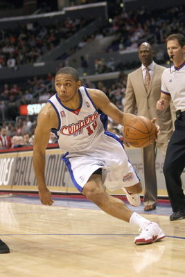 LOS ANGELES, CA - JANUARY 11: Eric Gordon #10 of the Los Angeles Clippers dribbles the ball against the Phoenix Suns on January 11, 2009 at Staples Center in Los Angeles, California.  The Suns won 109-103.   NOTE TO USER: User expressly acknowledges and a