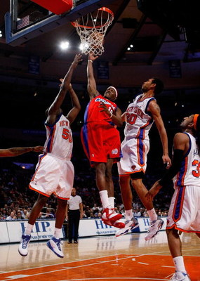 NEW YORK - FEBRUARY 4: Al Thornton #12 of the Los Angeles Clippers drives to the basket between Zach Randolph #50 and Jared Jeffries #20 of the New York Knicks on February 4, 2008 at Madison Square Garden in New York City. NOTE TO USER: User expressly ack