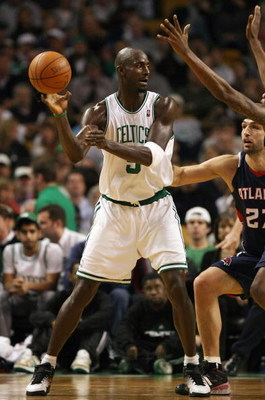 BOSTON - NOVEMBER 12:  Kevin Garnett #5 of the Boston Celtics passes the ball under pressure from Zaza Pachulia #27 of the Atlanta Hawks on November 12,  2008 at TD Banknorth Garden in Boston, Massachusetts. NOTE TO USER: User expressly acknowledges and a