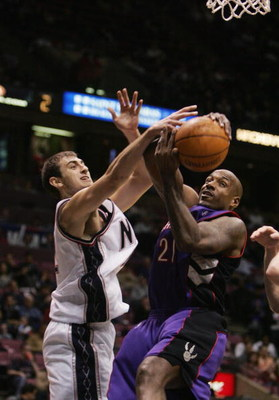 EAST RUTHERFORD, NJ - DECEMBER 6:  Lamond Murray #21 of the New Jersey Nets shoots against Nenad Krstic #12 of the Toronto Raptors during the game on December 6, 2004 at the Continental Airlines Arena in East Rutherford, New Jersey. The Nets defeated the