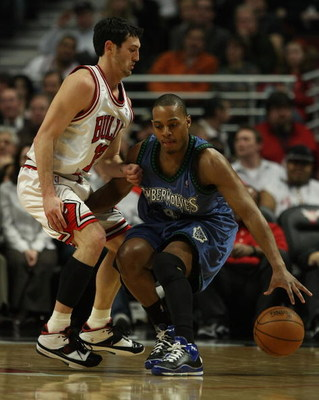 CHICAGO - JANUARY 29:  Randy Foye #4 of the Minnesota Timberwolves moves against Kirk Hinrich #12 of the Chicago Bulls on January 29, 2008 at the United Center in Chicago, Illinois. The Bulls defeated the Timberwolves 96-85. NOTE TO USER: User expressly a