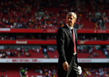 LONDON, ENGLAND - MAY 24:  Arsenal Manager Arsene Wenger looks on after the Barclays Premier League match between Arsenal and Stoke City at Emirates Stadium on May 24, 2009 in London, England.  (Photo by Ryan Pierse/Getty Images)