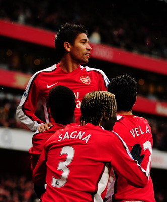 LONDON - MARCH 08:  Eduardo of Arsenal celebrates scoring his team's second goal during the the FA Cup Sponsored by E.on 5th round match between Arsenal and Burnley at Emirates Stadium on March 8, 2009 in London, England.  (Photo by Mike Hewitt/Getty Imag