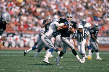 UNDATED: Todd Christensen #46 of the Los Angeles Raiders makes a catch during the game against the Seattle Seahawks at Memorial Coliseum in Los Angeles, California. (Photo by: Rick Stewart/Getty Images)