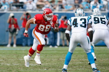 CHARLOTTE, NC - OCTOBER 05:  Tony Gonzalez #88 of the Kansas City Chiefs runs upfield during the game against the Carolina Panthers at Bank of America on October 5, 2008 in Charlotte, North Carolina.  (Photo by Kevin C. Cox/Getty Images)