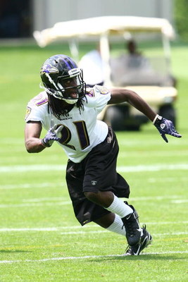 OWINGS MILLS, MARYLAND - MAY 8: Defensive back Lardarius Webb #21 of the Baltimore Ravens runs during minicamp at the practice facility on May 8, 2009 in Owings Mills, Maryland. (Photo by Ned Dishman/Getty Images)