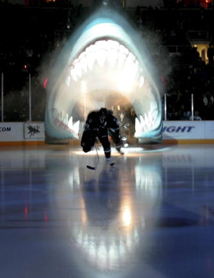 SAN JOSE, CA - DECEMBER 14:  Joe Thorton #19 of the San Jose Sharks enters the ice against the Los Angeles Kings at HP Pavillion on December 14, 2006 in San Jose, California.  (Photo by Jed Jacobsohn/Getty Images)