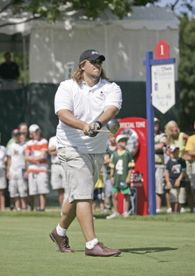 UNITED STATES - JULY 19:  Green Bay Packers tackle Mark Tauscher plays at the Charity Golf Shoot-Out, a six hole event that is part of the PGA's Drive To A Billion, before the 2005 US Bank Championship at Brown Deer Park in Milwaukee, Wisconsin on July 19
