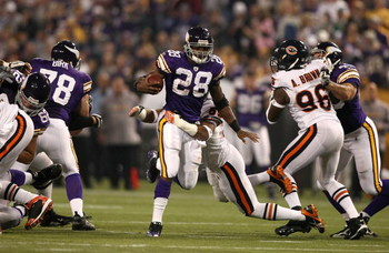 MINNEAPOLIS - NOVEMBER 30:  Adrian Peterson #28 of the Minnesota Vikings runs with the ball against of the Chicago Bears at the Metrodome on November 30, 2008 in Minneapolis, Minnesota.  (Photo by Jonathan Ferrey/Getty Images)