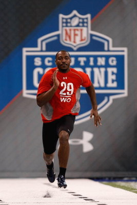 INDIANAPOLIS, IN - FEBRUARY 22:  Wide receiver Hakeem Nicks of North Carolina runs the 40 yard dash during the NFL Scouting Combine presented by Under Armour at Lucas Oil Stadium on February 22, 2009 in Indianapolis, Indiana. (Photo by Scott Boehm/Getty I