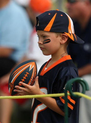 BOURBONNAIS, IL - AUGUST 4: A young fan of the Chicago Bears watches a training camp practice at Olivet Nazarene University August 4, 2009 in Bourbonnais, Illinois. (Photo by Jonathan Daniel/Getty Images)