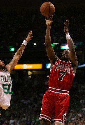 BOSTON - MAY 02:  Ben Gordon #7 of the Chicago Bulls takes a shot as Eddie House #50 of the Boston Celtics defends in Game Seven of the Eastern Conference Quarterfinals during the 2009 NBA Playoffs at TD Banknorth Garden on May 2, 2009 in Boston, Massachu