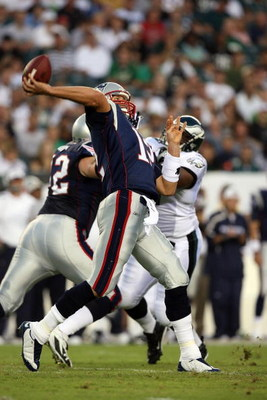 PHILADELPHIA - AUGUST 13:  Tom Brady #12 of the New England Patriots throws a pass against the Philadelphia Eagles on August 13, 2009 at Lincoln Financial Field in Philadelphia, Pennsylvania.  (Photo by Jim McIsaac/Getty Images)