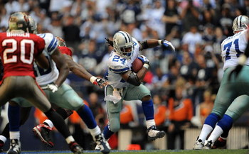 IRVING, TX - OCTOBER 26:  Running back Marion Barber #24 of the Dallas Cowboys runs the ball against the Tampa Bay Buccaneers at Texas Stadium on October 26, 2008 in Irving, Texas.  (Photo by Ronald Martinez/Getty Images)