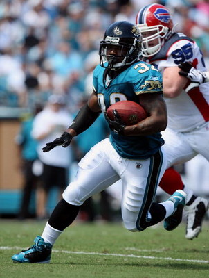 JACKSONVILLE, FL - SEPTEMBER 14:  Running back Maurice Jones-Drew #32 of the Jacksonville Jaguars looks for room to run while taking on the Buffalo Bills at Jacksonville Municipal Stadium on September 14, 2008 in Jacksonville, Florida.  (Photo by Doug Ben