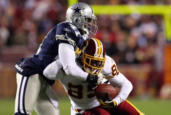 LANDOVER, MD - NOVEMBER 16: Santana Moss #89 of the Washington Redskins runs against Terence Newman #41 of the Dallas Cowboys during their game on November 16, 2008 at FedEx Field in Landover, Maryland. (Photo by Jim McIsaac/Getty Images)